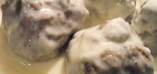 Кюфтета в бял сос