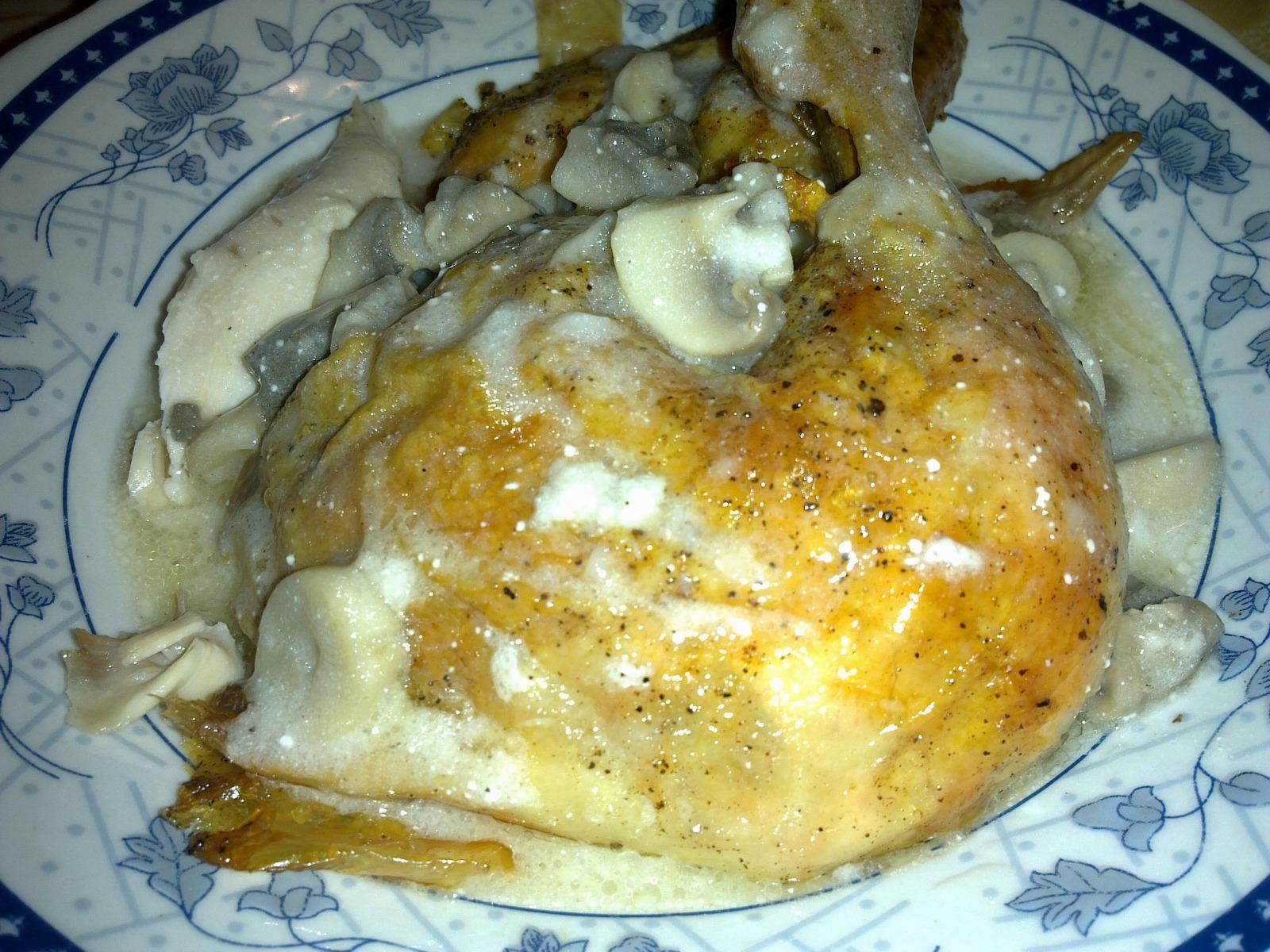 Печено пиле с гъбен сос