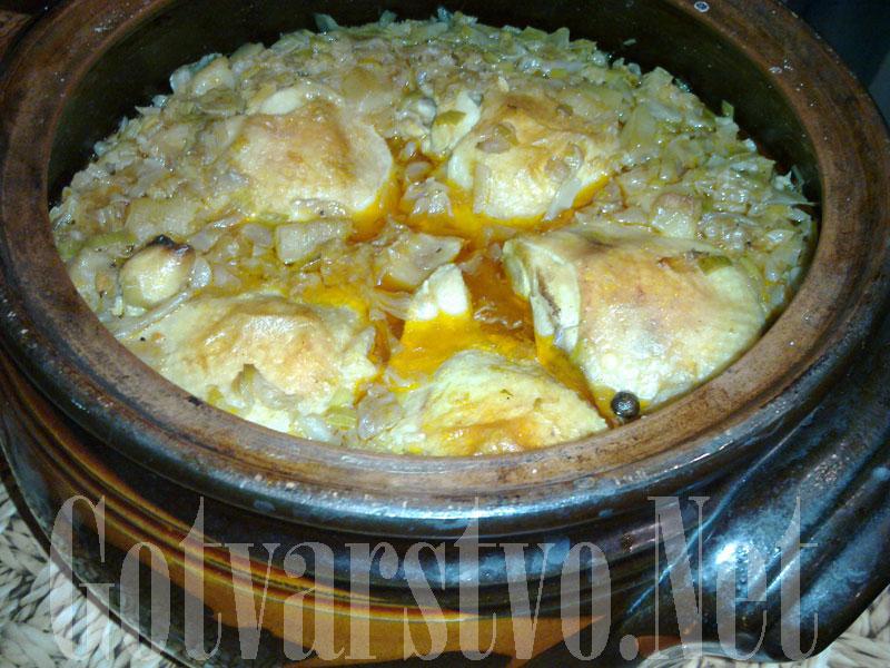 Пилешки бутчета с кисело зеле