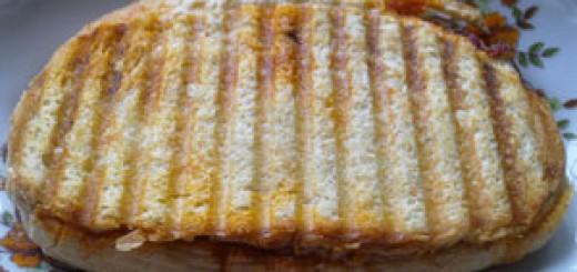 Тостер - Сандвич с луканка, кашкавал и лютеница