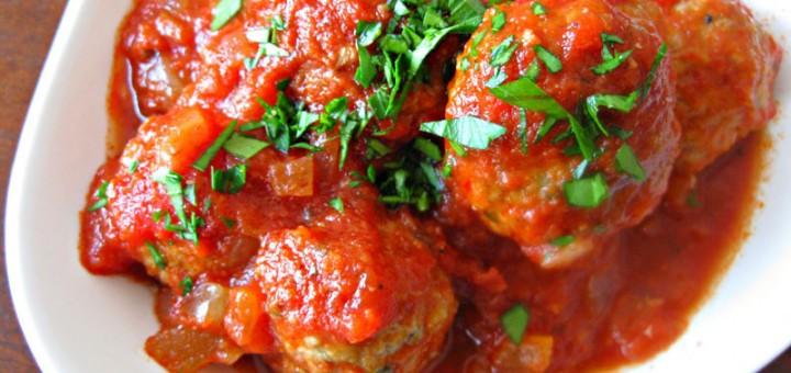 Кюфтенца в доматен сос