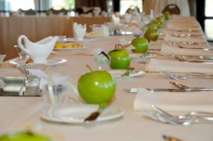 Сервиране и украса на масата