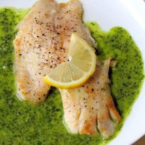 Риба с магданозен сос