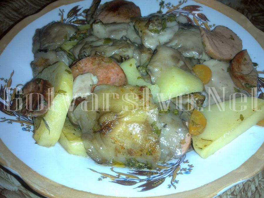 Масловка с картофи и наденица на фурна