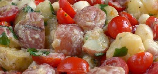 Салата от картофи и домати