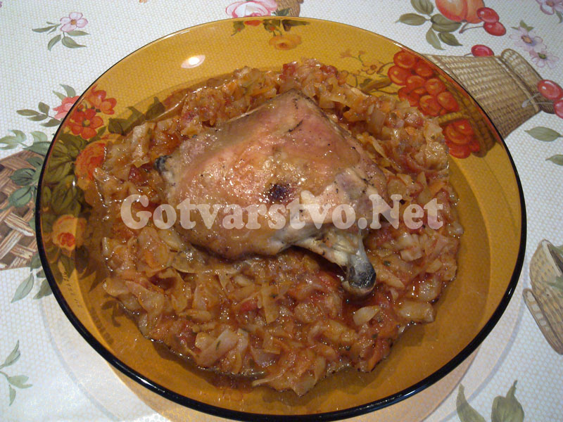 Пиле с прясно зеле