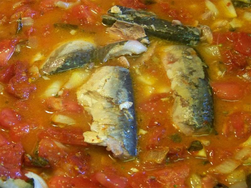 Задушена риба