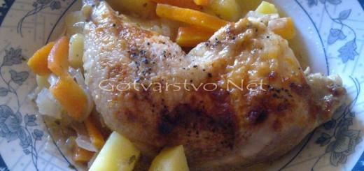 Пиле с картофи, моркови и лук