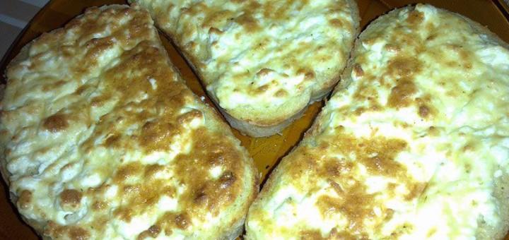 Сандвичи с яйце и сирене