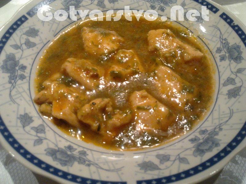 Спанак с пилешко филе