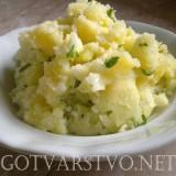 Предястие от варени картофи с лук
