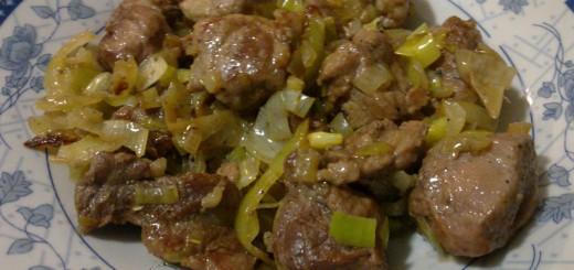 Рецепта за свинско с лук