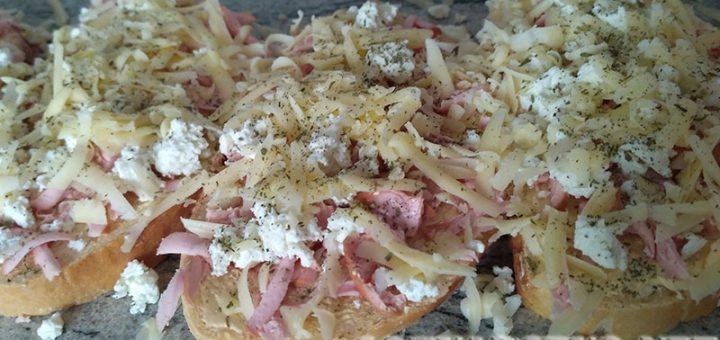 Печен сандвич с колбас