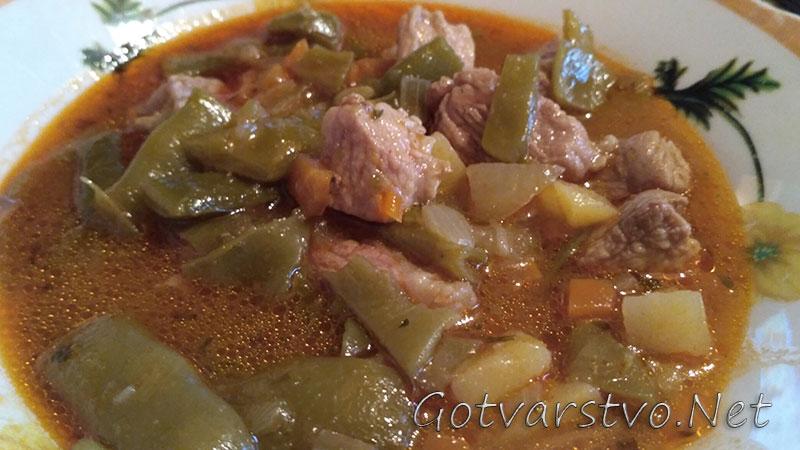 Свинско със зелен фасул