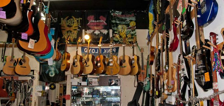 Евтини музикални инструменти